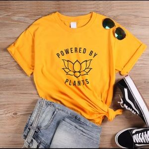 Tops - Small Powered By Plants 🌱 Tshirt